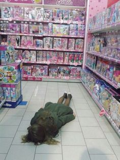 Pastel grunge toys passed out funny Aesthetic Grunge, Pink Aesthetic, Lila Baby, Grunge Photography, Mo S, Teenage Dream, Mood Pics, Reaction Pictures, Aesthetic Pictures