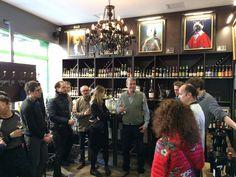Nos cavistes ont accueilli avec joie Eric Kurver, le propriétaire d' #AIX Rosé International, pour la présentation du #millésime2015 : Superbe ! Bientôt dans nos boutiques !