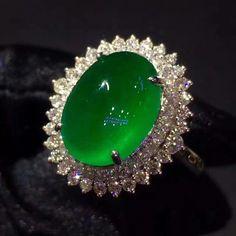 At @taiwan_kunlun_jewelry.  #jade #jadeite #gem #jewelry