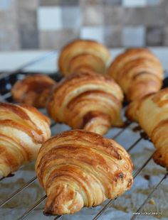 Croissant Snap Food, Pastry And Bakery, Croissants, Baking Recipes, Good Food, Food And Drink, Bread, Cooking, Breakfast