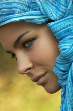 {blue scarf}