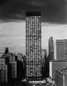 Why SOM's modernist Union Carbide building is worth saving - Curbed NY New York Architecture, Ludwig Mies Van Der Rohe, Modern History, Urban Planning, New York City, Tower, Nyc, Instagram, Design