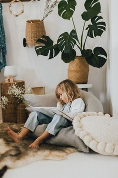 Reading nook Room Style, Fashion Room, Reading Nook, Hanging Chair, Warm And Cozy, Tween, Little Ones, Kids Room, Girl Outfits