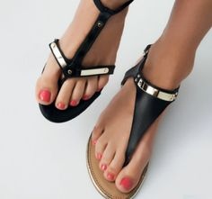 Love these Rachel Zoe sandals! #rachelzoe #zoeshoes #zoesandals   View more on my blog www.Lionsandwolves.com