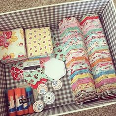 What a way to start the day! A beautiful bundle of @elealutz Milk, Sugar & Flower hexies! Thanks for the great picture @kellypackard ❤️ #pennyrosefabrics #ilovepennyrose #fabricisMYfun #fabric #milksugarflowerfabric #hexies #quilting #create #handmade