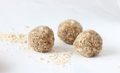 These Healthy Homemade Magnesium Energy Balls are a perfect snack and a little pick me up when you hit that afternoon slump. Protein Cookies, Protein Bites, Protein Foods, Healthy Protein, Vegan Magazine, Vegan Energy Balls, Energy Snacks, Melting Chocolate, My Favorite Food