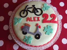TORTA BICI E VESPA http://creandosicrescecrescendosicrea.tumblr.com/post/61670579362/buon-compleanno-ad-alex-per-i-suoi-22-anni-la