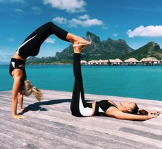 Natasha Oakley and Devin Brugman 2 Person Yoga Poses, Couples Yoga Poses, Acro Yoga Poses, Yoga Poses For Two, Partner Yoga Poses, Couples Exercise, Yoga Bewegungen, Yoga Moves, Yoga Exercises