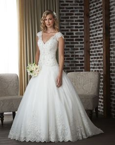 Classic wedding dresses capture an easy-to-wear feeling without sacrificing on style. Low back moments mix with boho-print laces, creating simple wedding gowns worthy of a seaside ceremony. Simple Wedding Gowns, Tulle Wedding Gown, Classic Wedding Dress, Gorgeous Wedding Dress, New Wedding Dresses, Bridal Dresses, Modest Wedding, Bonny Bridal, Top Wedding Dress Designers