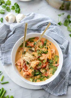 thai coconut curry shrimp noodle bowls / howsweeteats.com
