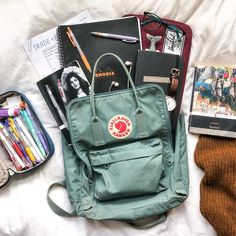 whats in my bag! i have had my frost green classic kanken for just over a year now and its honestly my best friend, it comes with Mochila Kanken, Cute Backpacks, School Backpacks, My Bags, Purses And Bags, Aesthetic Backpack, What's In My Backpack, Backpack Essentials, School Suplies