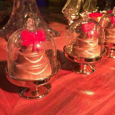 Mini cúpulas com mini bolo, um charme!! #minicupula #minibolo #jaefesta