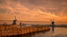 Kinderdijk Holland. - Discover the splendid windmills of Kinderdijk to see how the Dutch have been controlling the waters for over 1000 years. Its a unique spectacle!