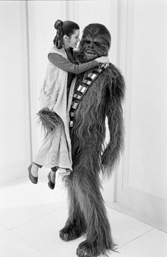 Carrie Fisher (Leila hercegnő) és Peter Mayhew (Chewbacca)