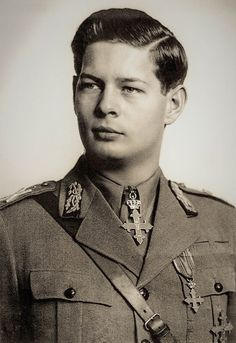 Michael I Of Romania, Romanian Royal Family, Peles Castle, Royal House, Queen Anne, Historical Photos, Rey, Royalty, Christian
