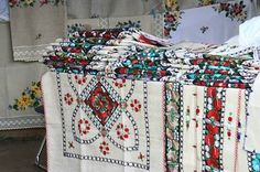Romania Culture 101 in Photos - Photo Gallery of Romanian Culture: Romanian Embroidery - Traditional Romanian Folk Art Russian Embroidery, Folk Embroidery, Embroidery Ideas, Floral Embroidery, Romanian Gypsy, Aesthetic Objects, Central And Eastern Europe, Easter Art, Easter Eggs