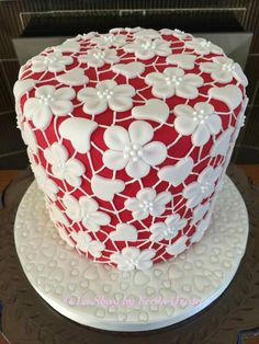 """I like the idea….different base color maybe and try different """"lace pattern"""" - Cake Decorating Simple Ideen Pretty Cakes, Beautiful Cakes, Amazing Cakes, Mini Cakes, Fancy Cakes, Cupcake Cakes, Bolo Cake, Just Cakes, Cake Icing"""