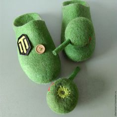 Felted slippers with rotating elements