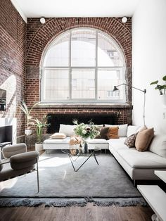 Loft apartment with high ceilings, large windows, and beautiful natural sunlight. loft Un appartement suédois de style loft - PLANETE DECO a homes world Small Living Rooms, My Living Room, Interior Design Living Room, Home And Living, Living Room Designs, Modern Living, Design Interior, Living Room Brick Wall, Interior Livingroom