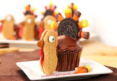 Thanksgiving-Turkey-Cupcakes So cute and easy! and who doesn't love nutter butter cookies? Thanksgiving Cupcakes, Thanksgiving Turkey, Thanksgiving Deserts, Thanksgiving Baking, Holiday Cupcakes, Fall Desserts, Holiday Cookies, Holiday Baking, Happy Thanksgiving