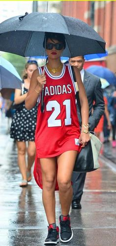 ideas basket ball jersey outfit swag street styles for 2019 Dress Outfits, Casual Outfits, Fashion Dresses, Rihanna Outfits, Casual Clothes, Basketball Jersey Outfit, 60 Fashion, Womens Fashion, Fashion Ideas