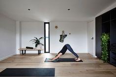 Yoga Studio Design, Yoga Room Design, Yoga Studio Home, Pilates Studio, Meditation Raumdekor, Meditation Room Decor, Yoga Room Decor, Minimalist House Design, Minimalist Home