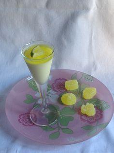 Mousse de limón con gelatina de gin tonic y gominolas de gin tonic