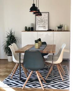 Stühle Max mit Kunstleder-Sitzfläche, 2 Stück With their refreshing design, the Max chairs by JELLA & JORG fit perfectly into. Bright Dining Rooms, Dining Room Inspiration, Dinning Room Ideas, Dining Room Lighting, Small Dining, Dining Table Chairs, Lounge Chairs, Room Chairs, Dining Room Design