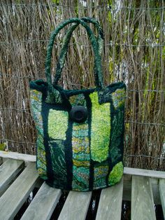 Green autumn is a beautiful handbag, the colors are lovely greens! The button is a lovely vintage finishing touch.    * Wet felted, meriono wool, black