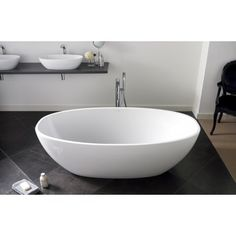 The Barcelona Bath is deep and curvaceous. Victoria + Albert create beautiful freestanding baths in QUARRYCAST, a unique material. City Bathrooms, Guest Bathrooms, Modern Bathroom, Master Bathroom, Family Bathroom, Plumbing Fixtures, Bathroom Fixtures, Victoria And Albert Baths, Bath Uk