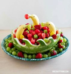 37 Ideas Fruit Tray Ideas For Party Watermelon Carving For 2019 Watermelon Fruit Bowls, Watermelon Ideas, Carved Watermelon, Fruit Salads, Fruit Trays, Watermelon Basket, Fruit Snacks, Watermelon Carving Easy, Fruit Skewers