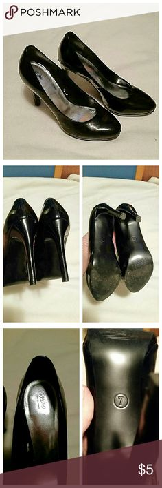 Mossimo simple black heels In gently worn condition. There are a few minor superficial marks but no gouges or scrapes. If you need a simple black heel for your closet these are it. I just have too many in my closet. Mossimo Supply Co Shoes Heels
