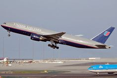 United Airlines Boeing 777-200 takeoff