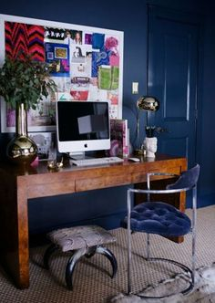 This office is right up my alley. With navy walls + brass bookcases + pink art deco chairs + mixed metallics. Interior Door Trim, Painted Interior Doors, Interior Paint, Home Office, Office Workspace, Office Decor, Navy Office, Art Deco Chair, Loft