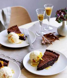 Gelado e bolo de chocolate