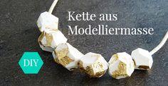 DIY Grafische Perlen aus ofenhärtender Modelliermasse selbst herstellen - für Kette oder Armband! http://www.studio-untold.com/de-DE/blog/diy-kette-oder-armband-mit-steinen-aus-modelliermasse/?campaign=sm/pinterest #DIY #Anleitung #selbermachen #Perlen #Grafiklook #tutorial #Modelliermasse #Basteln #Bastelidee #studiountold
