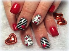 To decorate your nails the best way possible during this winter, which is already installed, here are 65 ideas for nail-art that might interest you, ladies and ladies. Of course, snowflakes and blue shades are