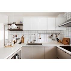 Modern Kitchen Interiors, Interior Design Kitchen, Interior Decorating, Kitchen Dining, Kitchen Decor, Aesthetic Rooms, Minimalist Decor, Home And Living, Decoration