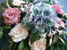 Another pinner said: wonderful sugar flowers made by my talented nieces