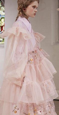 Look Fashion, Fashion Details, Runway Fashion, High Fashion, Fashion Show, Fashion Design, Pretty Dresses, Beautiful Dresses, Moda Paris