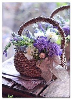 Spring Flower Basket ჱ ܓ ჱ ᴀ ρᴇᴀcᴇғυʟ ρᴀʀᴀᴅısᴇ ჱ ܓ ჱ ✿⊱╮ ♡ ❊ ** Buona giornata ** ❊ ~ ❤✿❤ ♫ ♥ X ღɱɧღ ❤ ~ Fr Feb 2015 Deco Floral, Arte Floral, Floral Design, Fresh Flowers, Spring Flowers, Beautiful Flowers, Floral Centerpieces, Floral Arrangements, My Flower