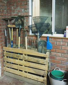 These recycled pallet storage plans are best to fulfill your storage need at che.Thanks for this post.These recycled pallet storage plans are best to fulfill your storage need at cheap cost. With these creative ideas you can craft # che Wooden Pallet Projects, Diy Pallet Furniture, Pallet Crafts, Diy Furniture Projects, Diy Projects, Project Ideas, Crafts With Pallets, Furniture Storage, House Furniture