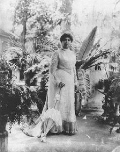 After her forced abdication and house arrest, Queen Lili'uokalani lived at Washington Place in Honolulu, now the official residence of the governor of Hawaii. Photo: L.E. Edgeworth, Bishop Museum