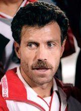 Veloso. Disputou a final da Taça Uefa em 1982/83 e foi finalista da Taça dos Campeões Europeus em 1988 e em 1990. Fez 40 jogos pela Selecção Nacional. Ao serviço do Benfica, conquistou 7 Campeonatos Nacionais e 6 Taças de Portugal.