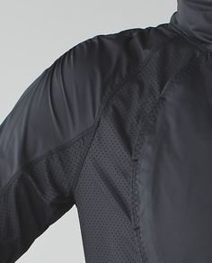 Yoga Clothes and Activewear Running Jacket, Mens Activewear, Apparel Design, Sport Fashion, Outerwear Jackets, Sport Outfits, Sportswear, Menswear, Bobsleigh