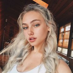Image uploaded by 𝘴𝘶𝘨𝘢. Find images and videos about girl, beauty and dress on We Heart It - the app to get lost in what you love. Beauty Full Girl, Beauty Women, Pretty Selfies, Pretty Blonde Girls, Tumbrl Girls, Cute Girl Face, Just Girl Things, Aesthetic Girl, Long Curly Hair