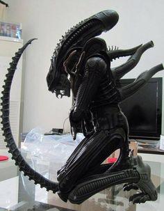 ToyzMag.com » L'Alien de 55cm de NECA