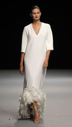 The rustic marriage trend is still really going successful, and every single day., The rustic marriage trend is still really going successful, and every single day I recognize even more unique projects and inspiration floating around. Mode Abaya, Haute Couture Gowns, Formal Gowns, Beautiful Gowns, The Dress, Elegant Dresses, Style Guides, Love Fashion, Evening Dresses