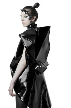 3D Geometric Fashion - sculptural fashion design with three-dimensional shapes…
