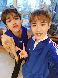 Read 24 from the story QUE PREFIERES K-POP by with reads. txt, kpop, ¿Que prefieres? Lucas Nct, Lee Taeyong, K Pop, Nct Dream, Rapper, Meme Photo, Wattpad, Sm Rookies, Mark Nct